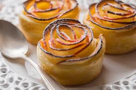 Gâteau de pommes en fleurs de rose